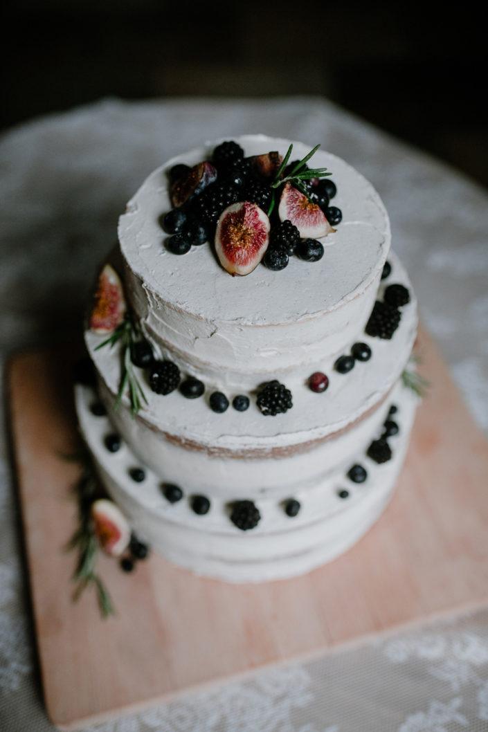 Selbstgemachte Hochzeitstorte mit Feigen